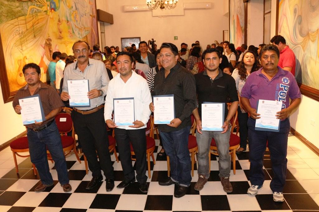VALIDAN ELECCIÓN Y ENTREGAN CONSTANCIA DE MAYORÍA A COMISARIOS MUNICIPALES ELECTOS DE 7 LOCALIDADES