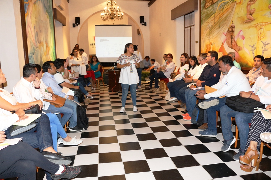 RECIBEN FUNCIONARIOS DEL H. AYUNTAMIENTO DE CAMPECHE, CURSO RÁPIDO DEL PROGRAMA OPERATIVO ANUAL