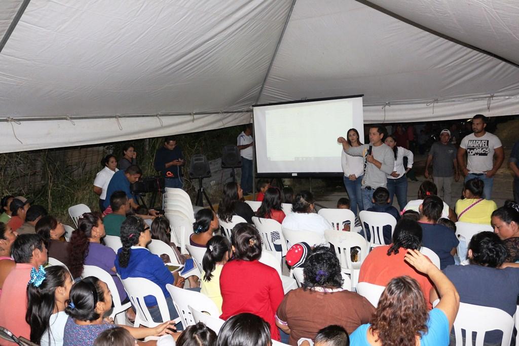 ALCALDE EFM REFRENDA COMPROMISO CON HABITANTES DE COLONIA LOS BALUARTES (ANTES MIRADOR)